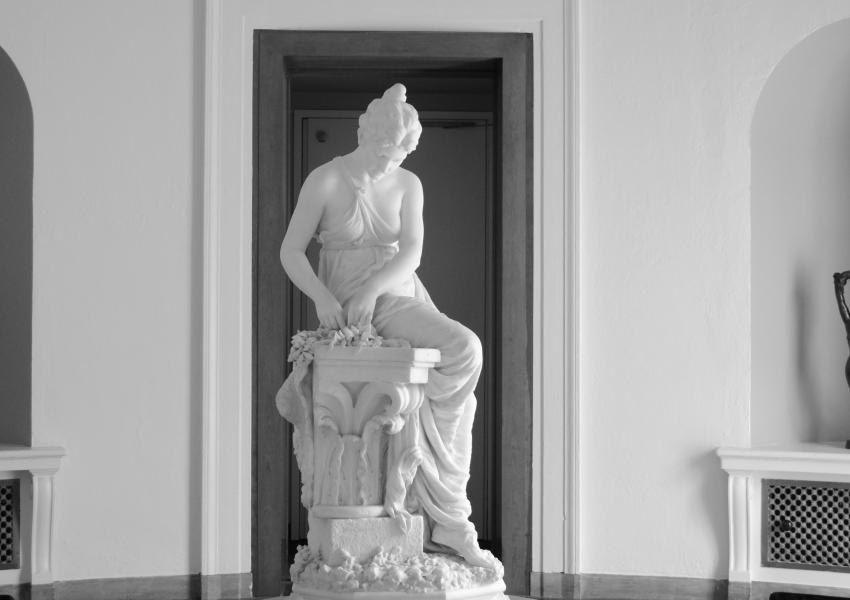 black and white photo of the rotunda at MAM with Crown For The victor Sculpture